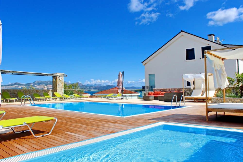 Apartments Kula