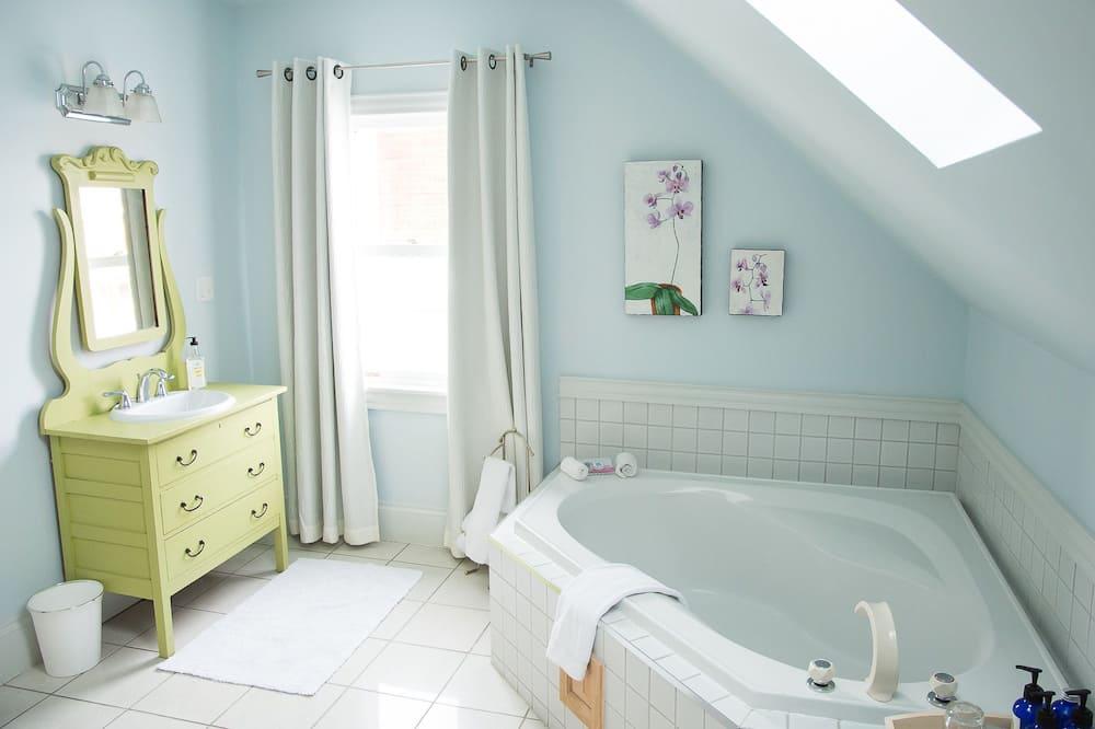 Lakosztály, konyharész - Fürdőszoba