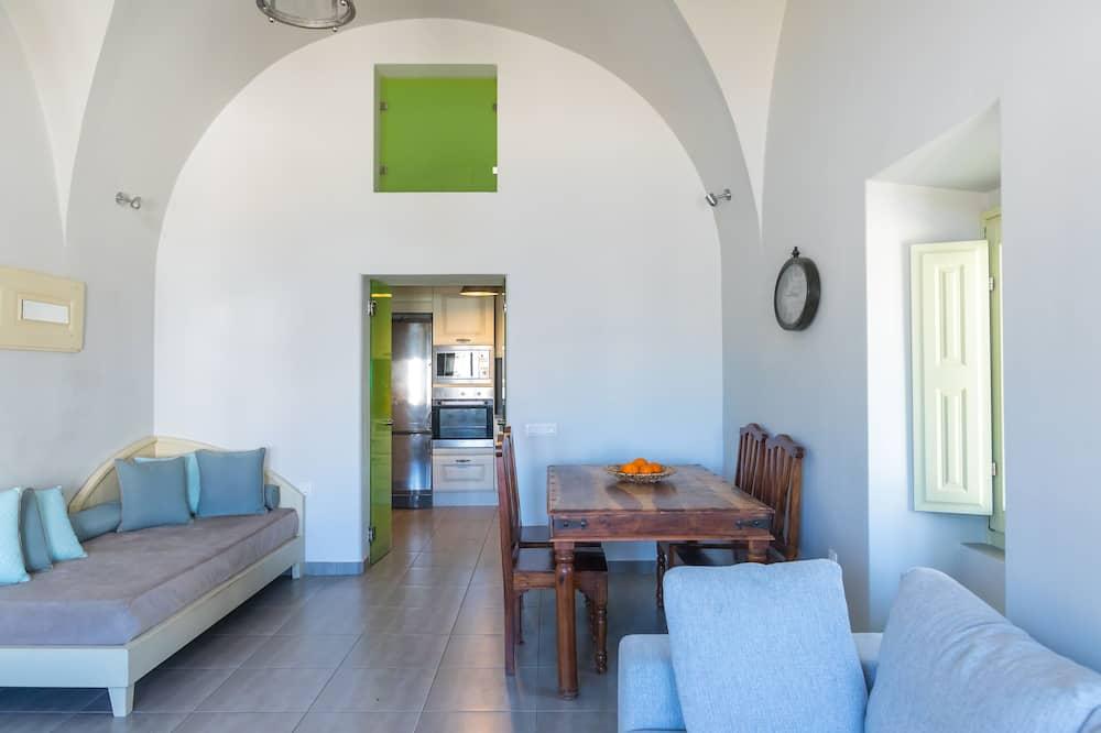 Romantická vila, 2 spálne, s výhľadom do záhrady - Obývacie priestory