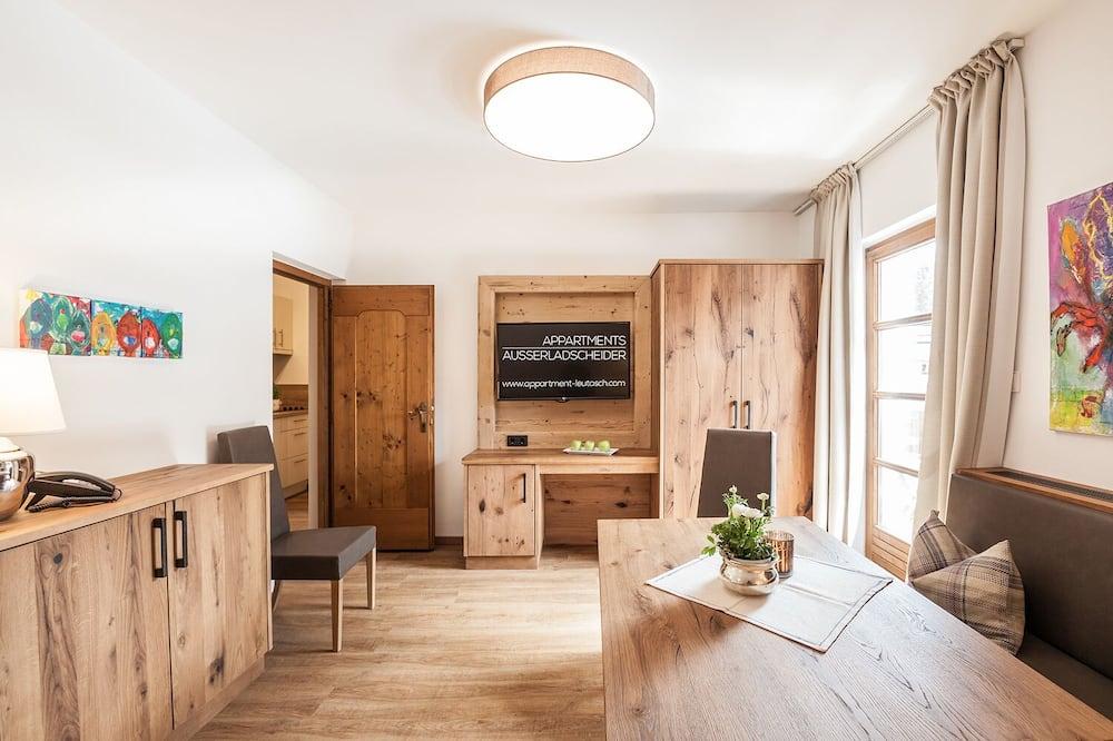 Apartment, 1 Bedroom, Balcony, Mountain View (Beatrice) - Living Room