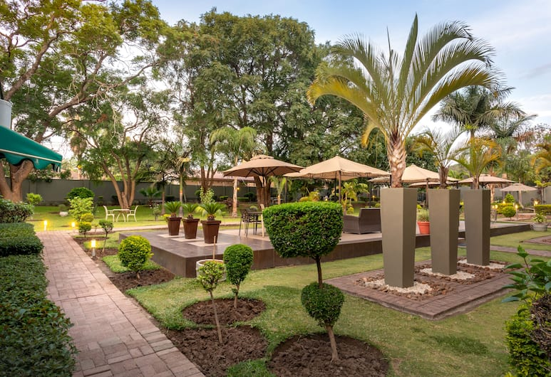 Fallsway Apartments Burley Court, Lusaka, Outdoor Dining