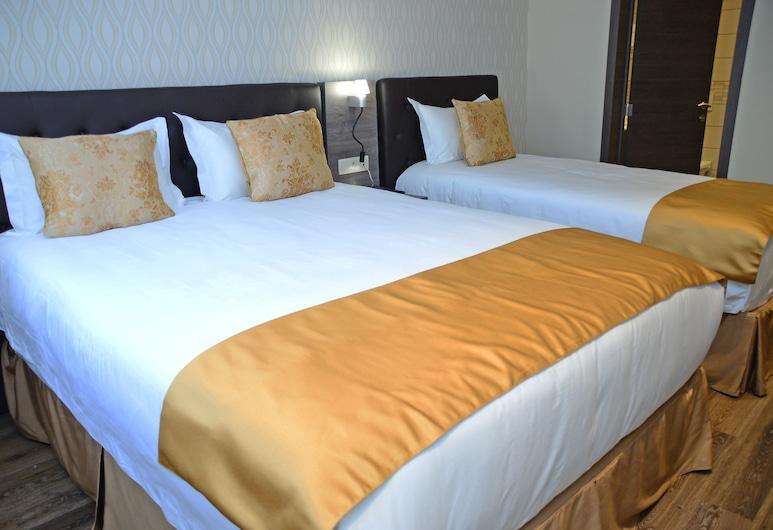 The Helmet Hotel, Brussels, Comfort Triple Room, Guest Room