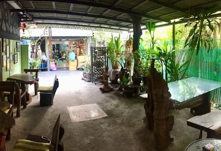 Laksameenarai Guesthouse - Hostel, Bangkok, Otelin Önü