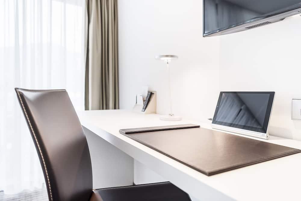 Premium Room, Balcony (2) - Living Area