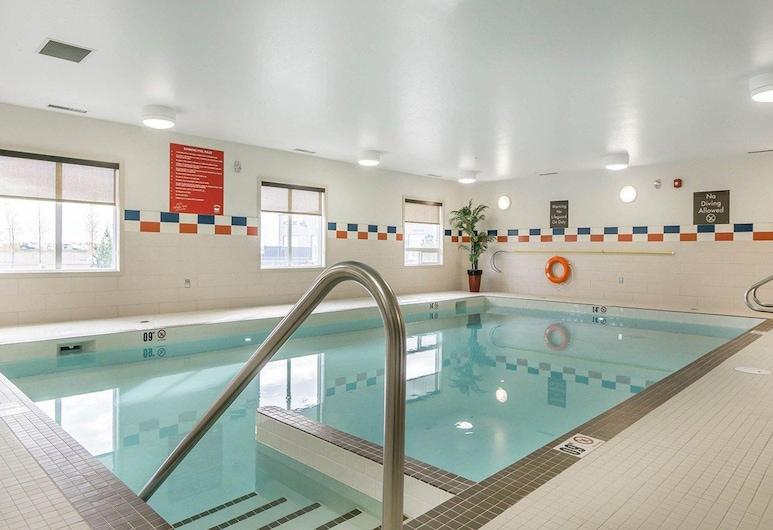 Comfort Inn & Suites Edmonton International Airport, Nisku, Pool