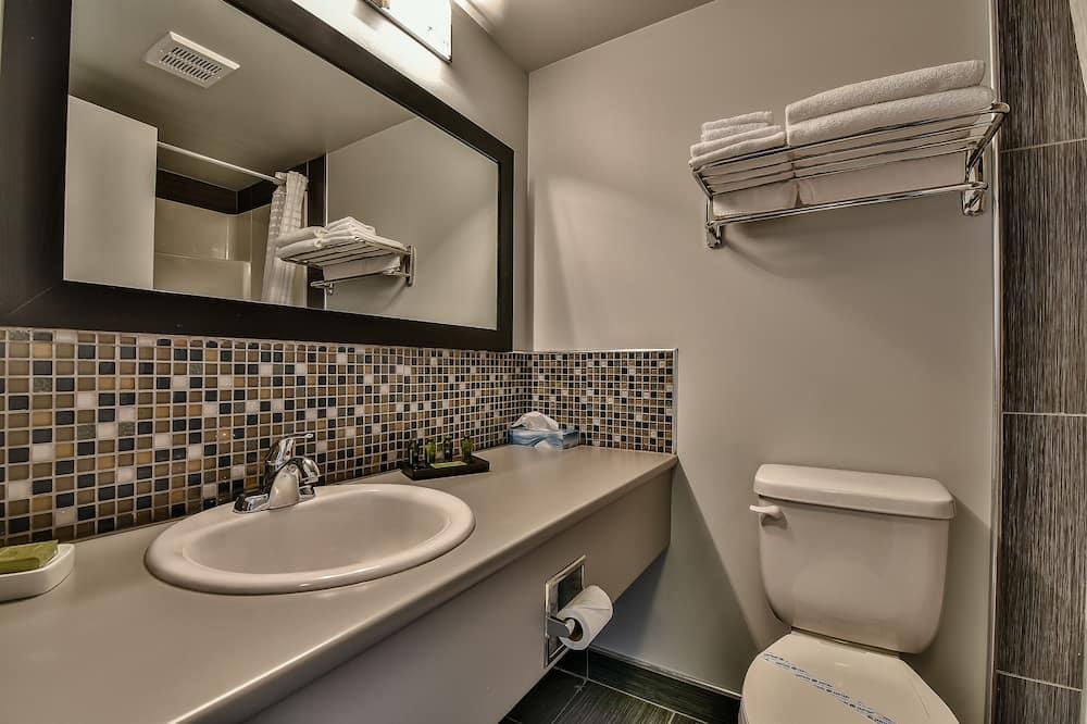 Habitación superior, 1 cama de matrimonio - Cuarto de baño
