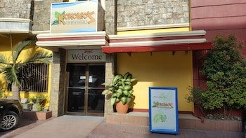 Picture of Kokomo's Suites Hotel in Angeles City