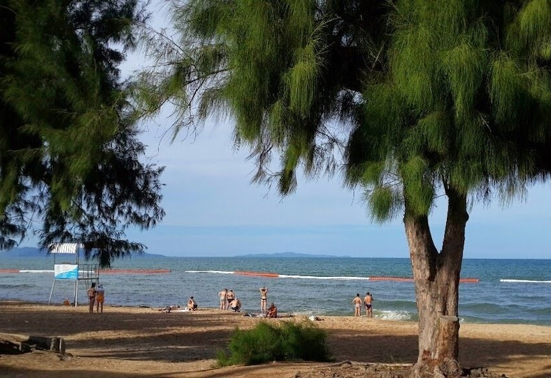 Jardin Hotel, Pattaya, Beach