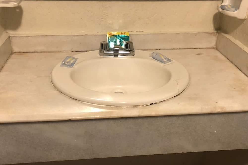 スタンダード シングルルーム クイーンベッド 1 台 - バスルーム