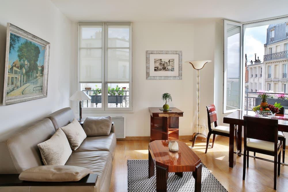 패밀리 아파트 - 거실 공간