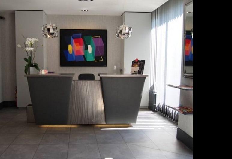 Hôtel Le Carrosse, Paryż, Recepcja