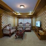 Royal Queen Room  - Living Area