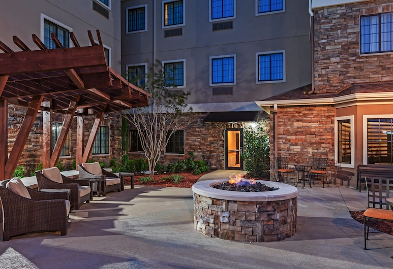 Staybridge Suites Fort Worth - Fossil Creek, פורט וורת', חצר