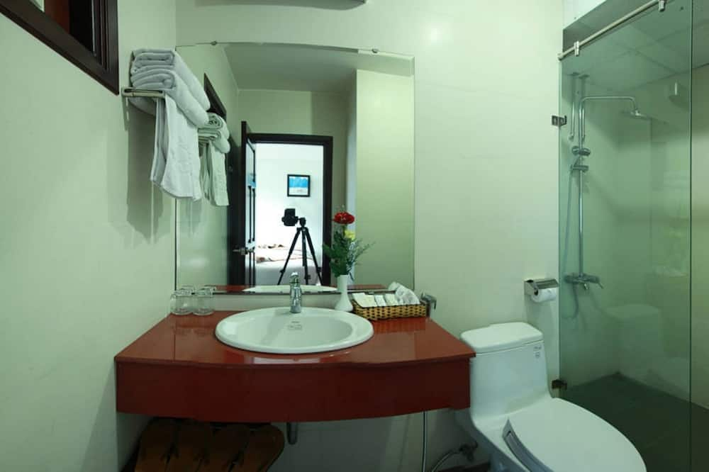 Deluxe Room, 1 King Bed, Mountain View - Bathroom