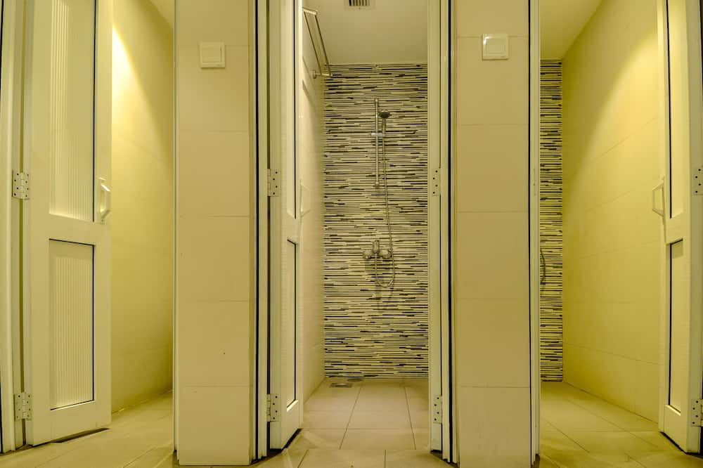 Capsule Sleepers - Bathroom