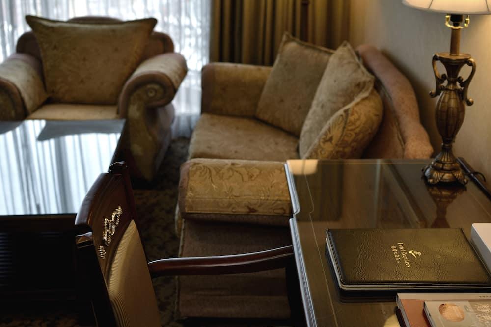 Четырехместный номер «Делюкс» - Зона гостиной