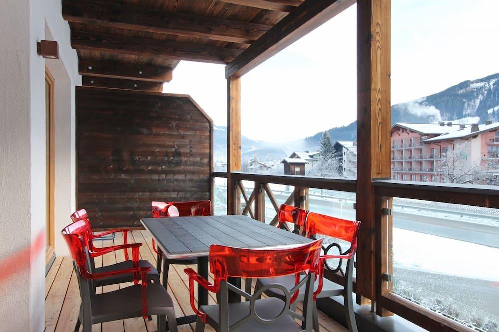 Apartment, 3 Bedrooms, Balcony, Mountain View - Balcony