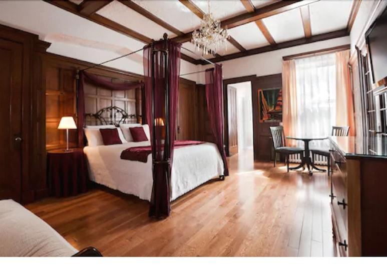 Hôtel Château de l'Argoat, מונטריאול, חדר, מיטת קווין, אמבט זרמים, חדר אורחים