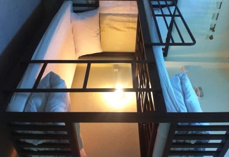 Asoke Montri Hostel, Bangkok, 6-bed female dormitory, Kamer
