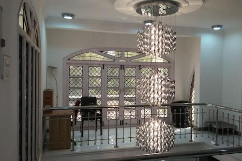 努甘巴卡速道飯店/