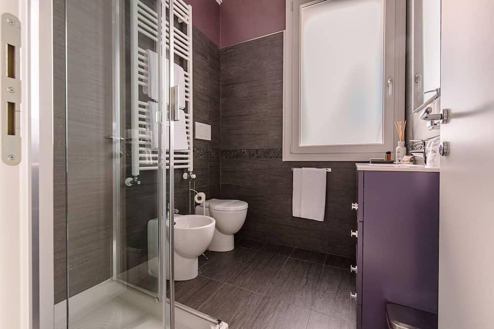 Economy Double Room, Private Bathroom (esterno) - Bathroom