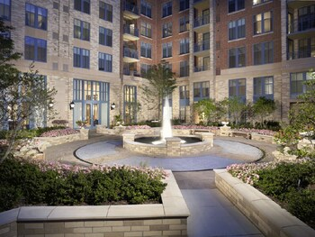 Picture of Global Luxury Suites at Metropolitan South in Arlington