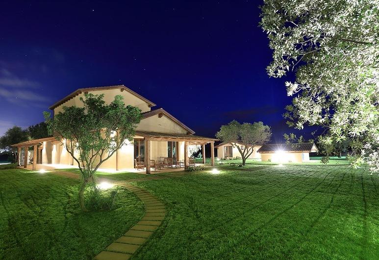 Inghirios Wellness Country Resort, Alghero, Facciata hotel (sera/notte)