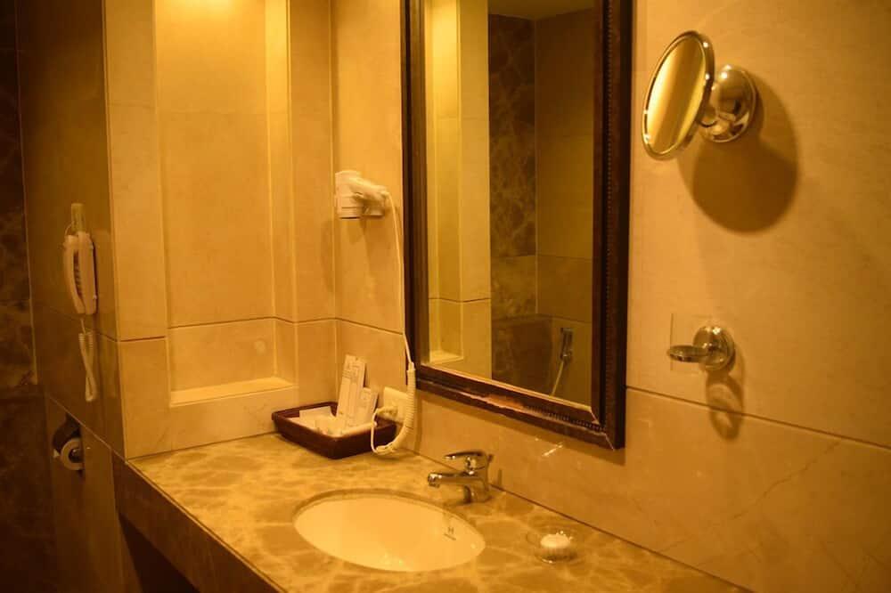 Luxury-Doppelzimmer, 1 Doppelbett, Raucher - Badezimmer