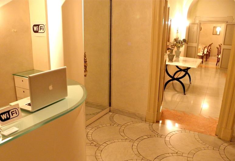 Residenza al Corso, Rome, Receptie