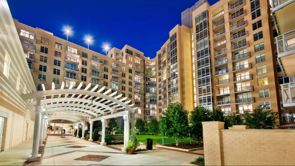 Global Luxury Suites At Friendship Village Chevy Chase