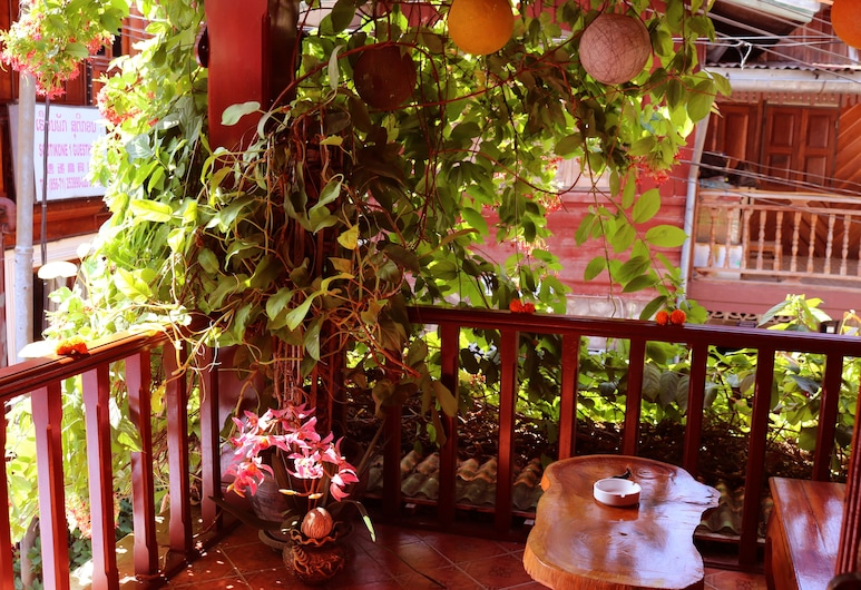 Apple Guesthouse, Luang Prabang, Dobbeltrom – superior, terrasse, Balkong
