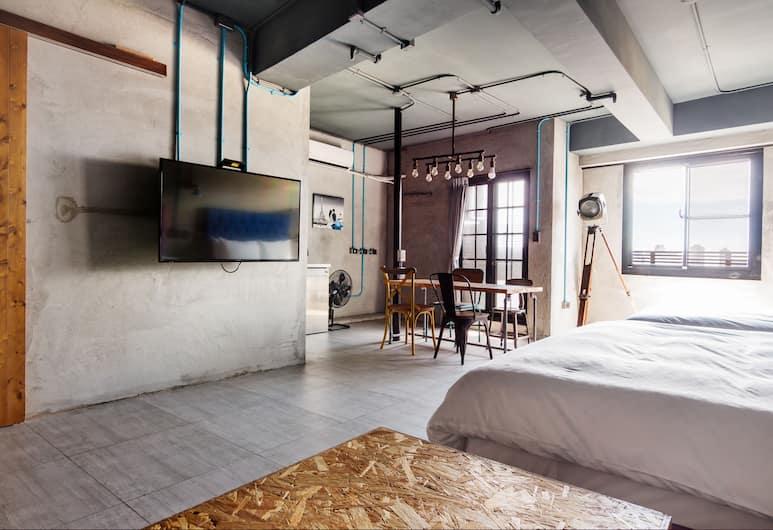 4 Design Inn, Tainan, Deluxe Quadruple Room, Bathtub, Reception