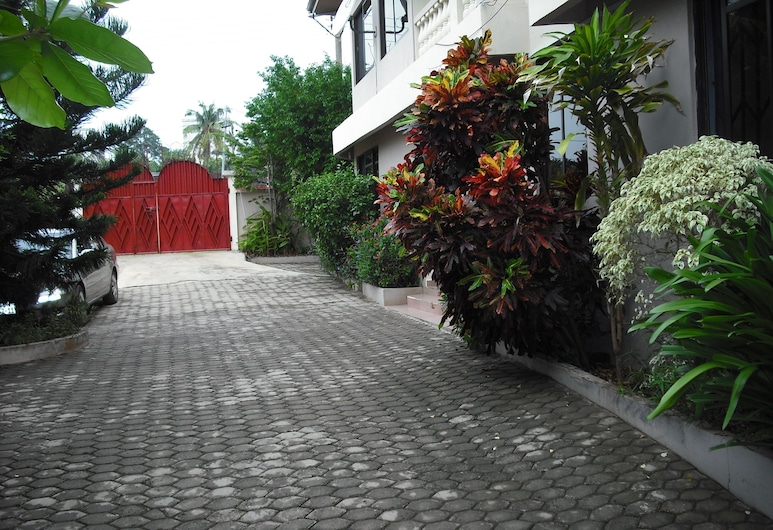 Osda Guest House, Accra, Property Grounds