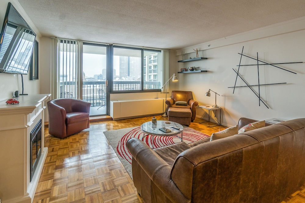 West End Hideaway By Vacasa Boston Premium Apartment 1 King Bed Living