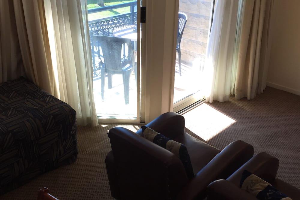 Trojlôžková izba, masážna vaňa - Obývacie priestory