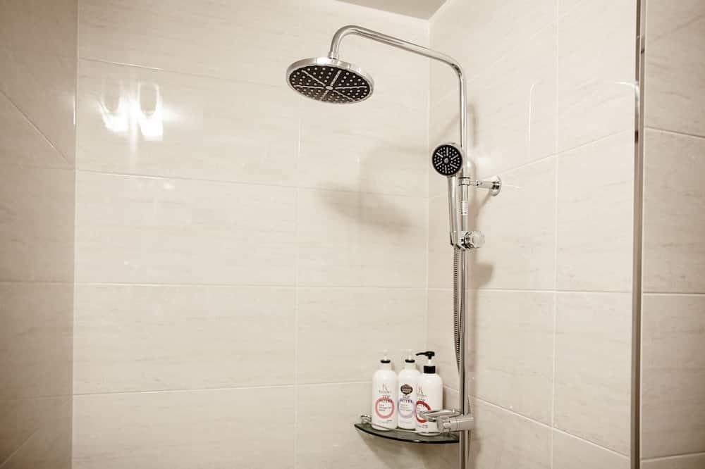 Rodinná dvojlôžková izba - Sprcha v kúpeľni
