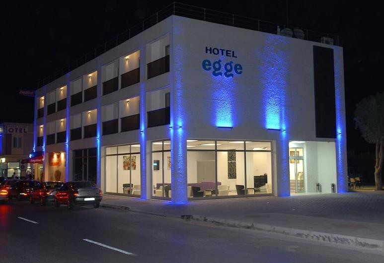 Hotel Egge, Çesme, Fachada del hotel de noche