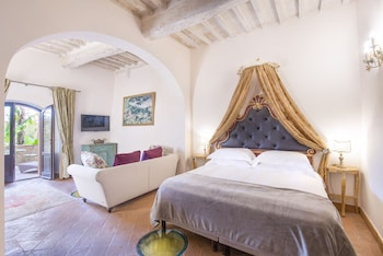 Enter your dates to get the Colle di Val d'Elsa hotel deal