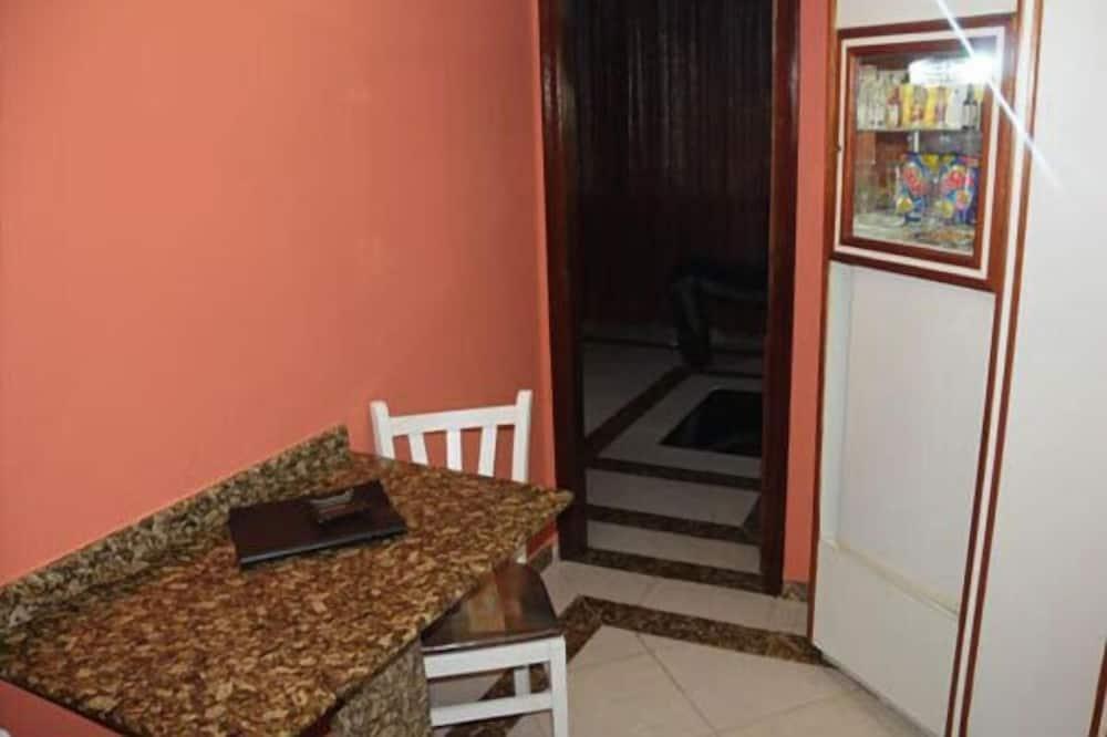 Romantic Suite, Hot Tub - In-Room Dining