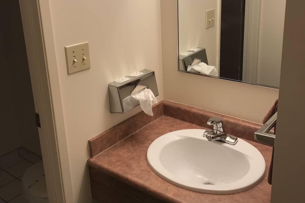כיור בחדר הרחצה