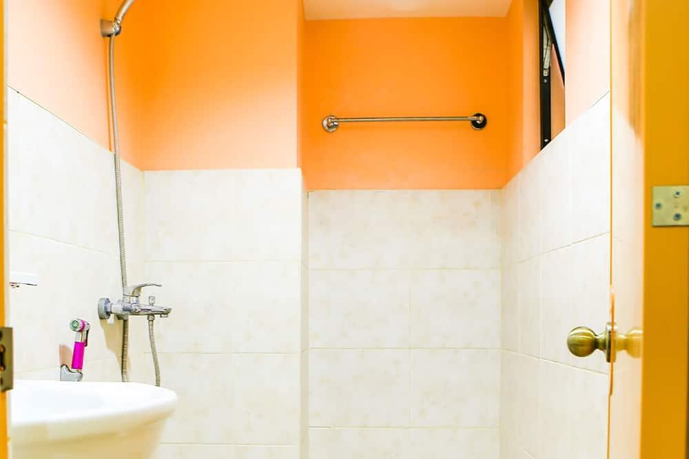 Premier Family Room - Bathroom