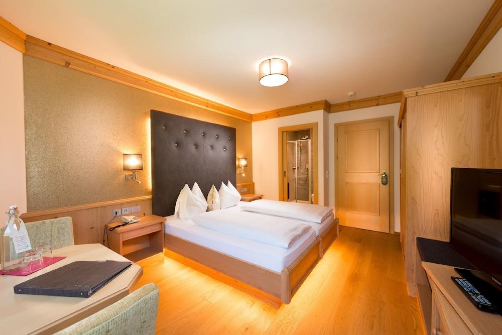 Hotel Alpina Rauris Austria Rauris Hotel Discounts Hotelscom - Hotel alpina austria