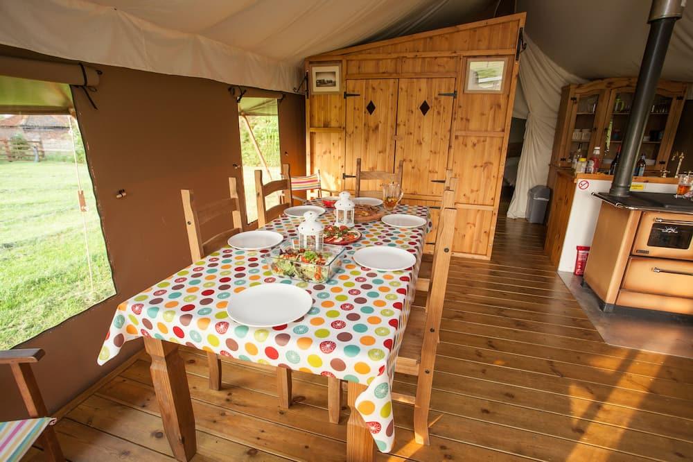 Standarta telts (double+sofa+bunks+cabin) - Numura ēdamzona