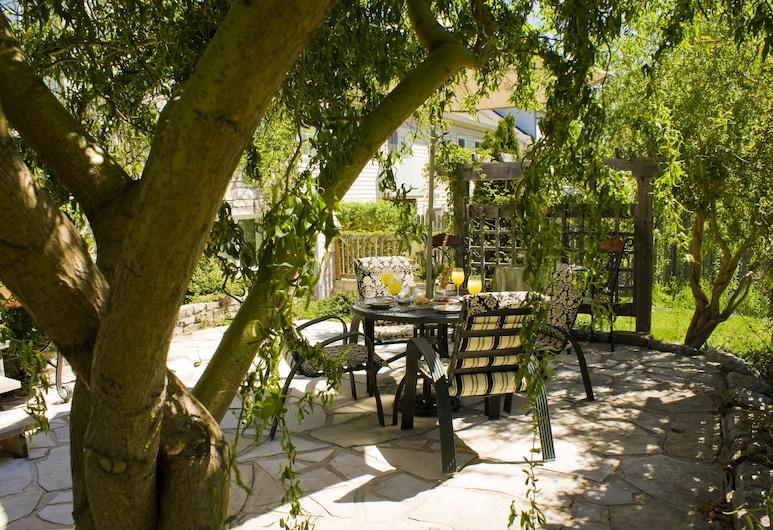 Gatekeeper's Retreat, your personal retreat with panache, Niagara-on-the-Lake, Terraza o patio