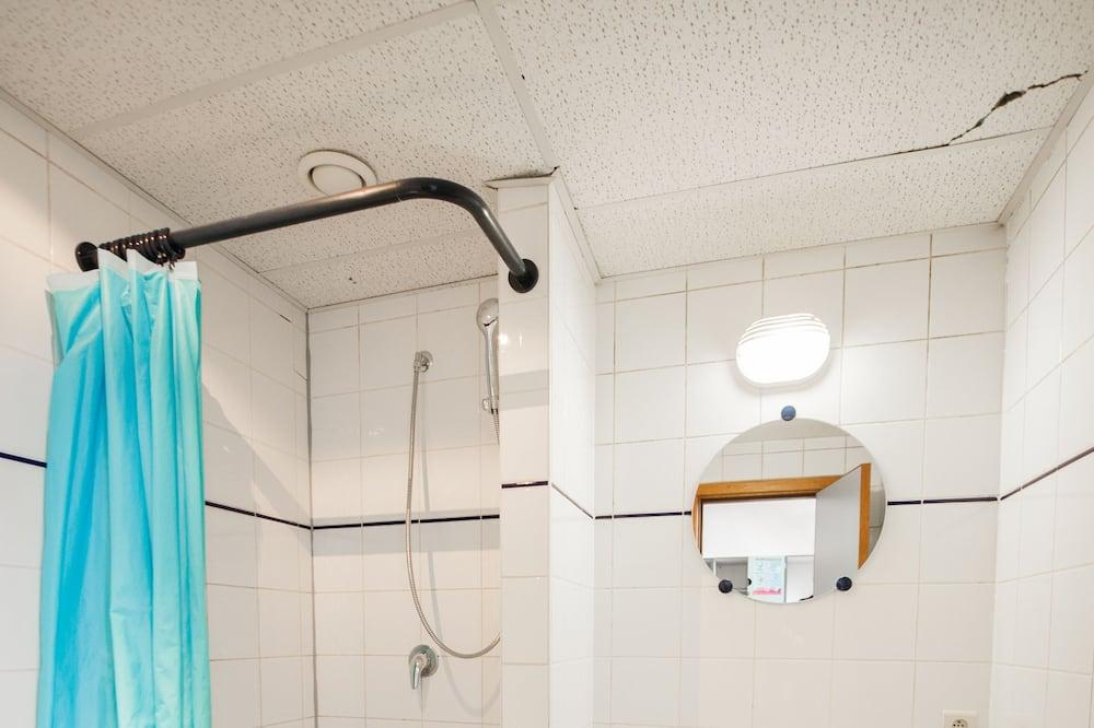 三人房, 共用浴室 - 浴室