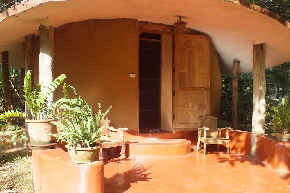Roundhouse - Balcony