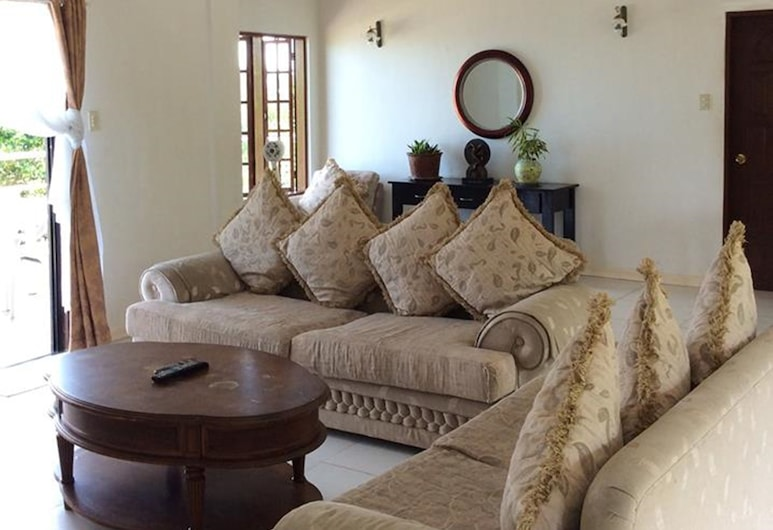Camotes Flying Fish Resort, Poro, Luxury Family Accommodation, Living Area