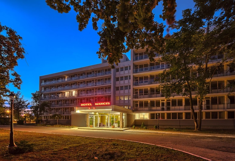 Hotel Narcis, Saturn, Hotel Front – Evening/Night