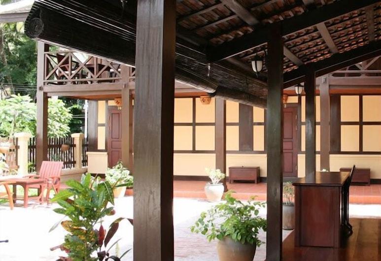 Villa Lao Wooden House, Luang Prabang, Terrasse/veranda
