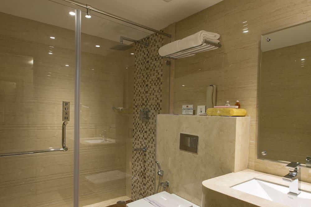 Superior-værelse med dobbeltseng eller 2 enkeltsenge - ryger - bakkeudsigt - Badeværelse